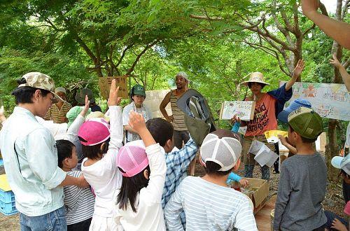 「神山こども自然塾」は、塾生の塾生による子どもたちのためのプログラム。企画から集客、運営に至るすべてを塾生たちの手でやり遂げています。