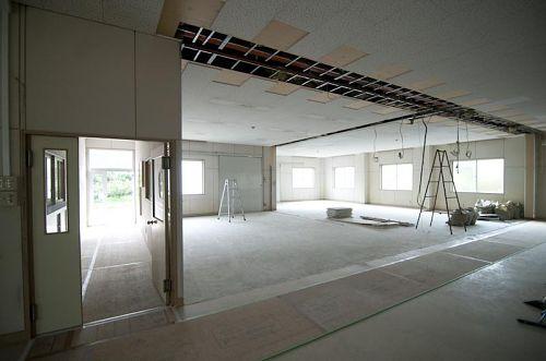 オフィスとラウンジができるスペース。元あった壁と扉を取り除きました。