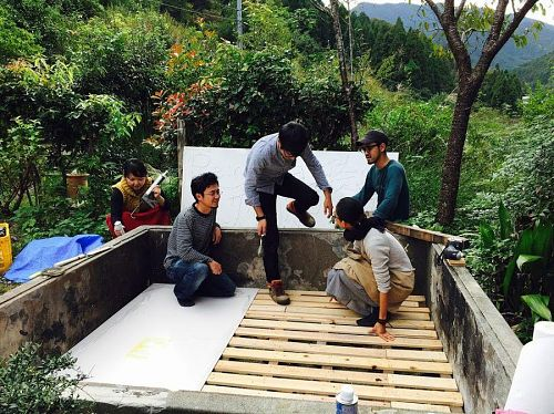 木材を提供していただいた製材所の方に感謝をしながら作業をすすめています!