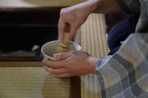 茶室にはいると、空気の流れがふっと静かになる「茶寮 山姥」