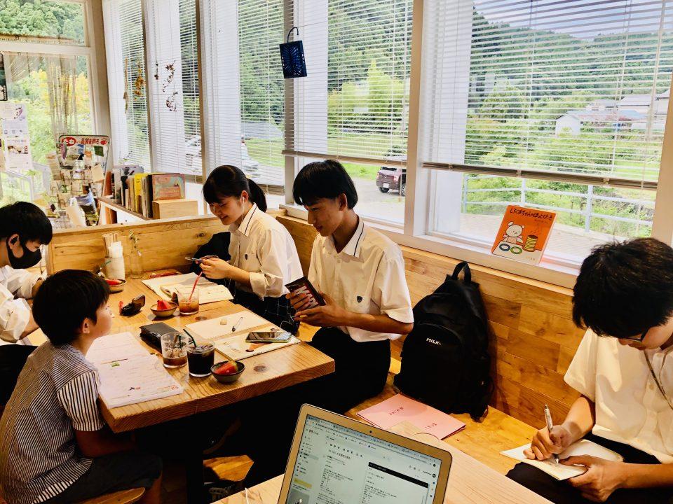 食堂的な雰囲気から少しレストラン寄りになった(けど、夕方には子どもたちが?)
