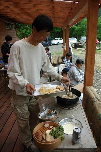 Chan making tempura on his home-made stove which uses a shichirin charcoal brazier as a heat source