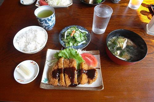 Lunch at Hidenoya - this particular combination cost me 700 yen