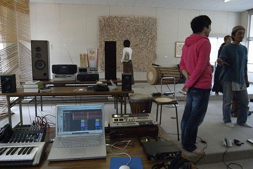 Camera Yamanaka had everyone into his studio for an impromptu recording session!