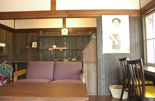 Nice space to sit and enjoy a snack inside Maki Pan Bakery