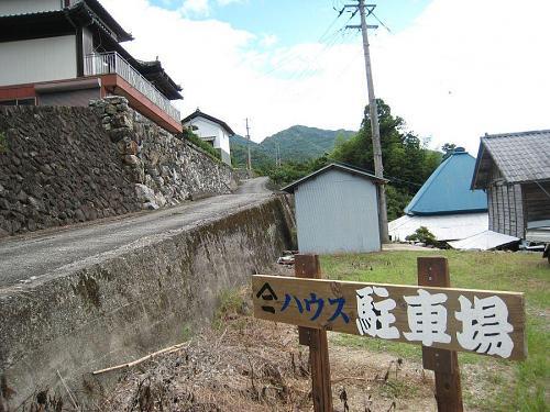 7、8台はここに駐車できます。左上がヤマニハウスです。