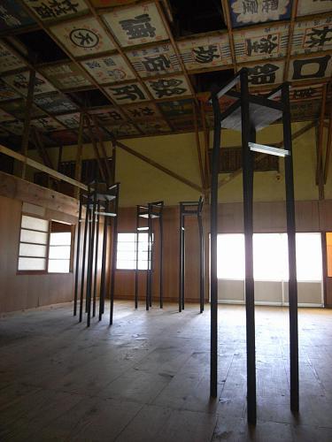 寄井座については下見に来たときから、即決だったそうで。高い天井と自然光がその理由。確かに椅子ものびのびとしているような。。。