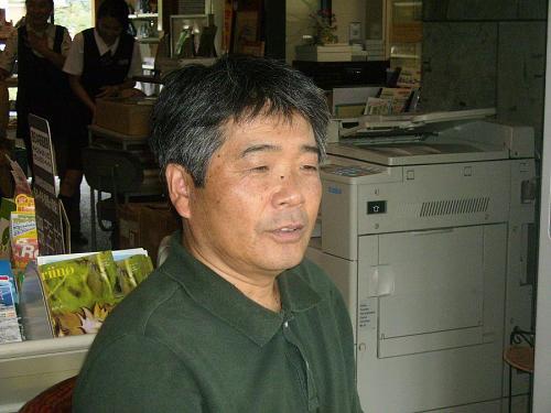 神山で出会った人の似顔絵を描いています