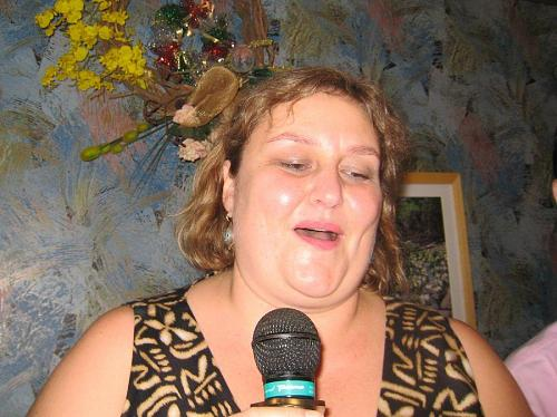 オクラホマ州在住のリズ・ロス(2003年)。どこで覚えたのだろうか?坂本九を歌ってた・・・。