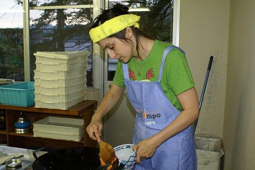 アンドリアさんは、チキンパプリカッシュ・テラクリームクレープ・チキンパプリカの料理に挑戦