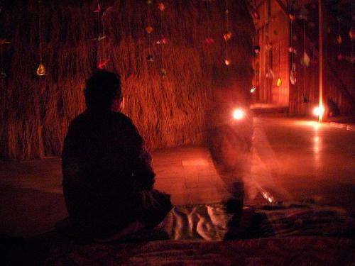 「夜の森」を楽しむ河野のおばさんと子どもたち。 寄井座