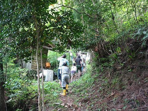 沢登りを終え帰って行くところです。