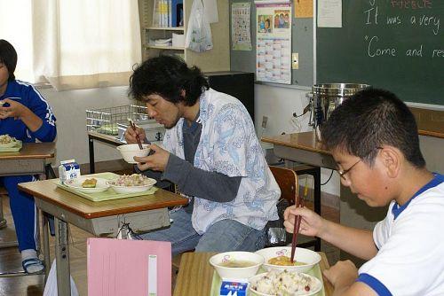 水谷さん久しぶりの学校給食です。