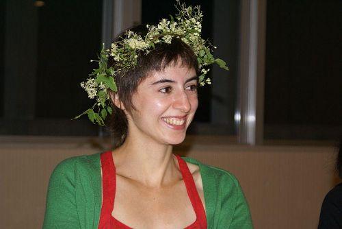 塾生の女性が作った花の飾り。