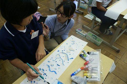 授業の展開は、音を絵に描くという試み。